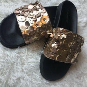 🛍Lane Bryant Gold Flower Slide On Sandals🛍